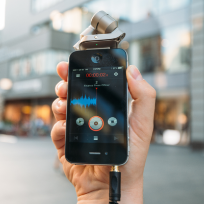iPhone mit Roadcast und Stereo-Mikrofon Røde iXY
